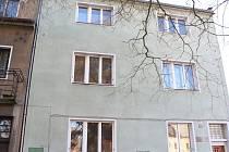V Partyzánské ulici v České Lípě nechá kraj opravit dům za 6,8 milionů korun. Nastěhují se sem postižené ženy z Jestřebí.