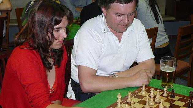 Lucie Jínová s Břetislavem Daleckým na oddílovém turnaji dvojic.