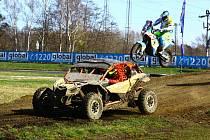 Na nedělním Dakar Setkání se v Sosnové představily špičkové české týmy, které se této soutěže účastní. Show si nenechalo ujít téměř osm tisíc návštěvníků.