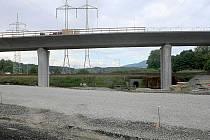 Rozjetou stavbu obchvatu v roce 2010 nechal zastavit tehdejší ministr dopravy Vít Bárta.
