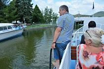 Z paluby parníku je Máchovo jezero nejkrásnější, říkají turisté i lodníci.