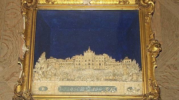 Reliéf ploskovického zámku z těsta se vrátí do komnat v Zákupech.