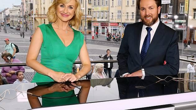 Moderátorský pár Terezie Kašparovská a Tomáš Hauptvogel.