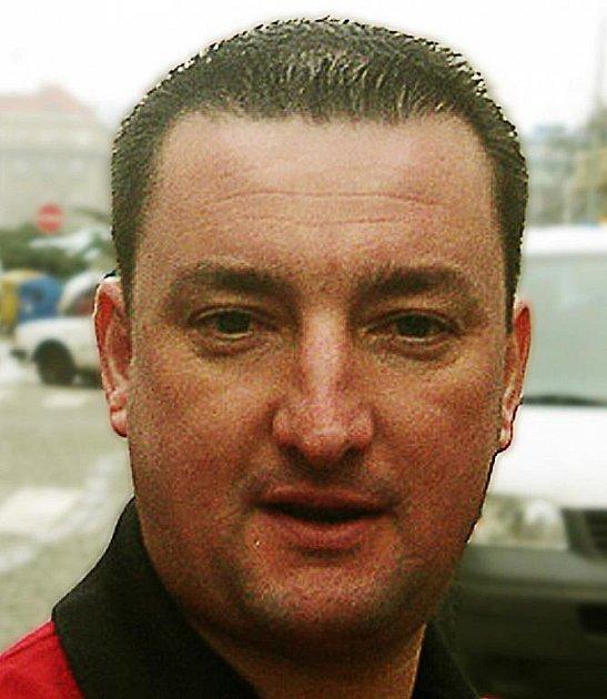 Mladý podnikatel Jiří Čech, který je spolumajitelem společnosti Chlup s.r.o. se v roce 2008 rozhodl koupit vrch Tlustec na Českolipsku, aby zde začal těžit velmi kvalitní čedič.