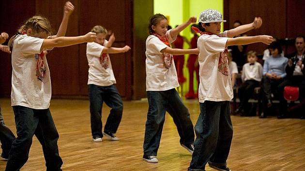 Druhý ročník soutěže dětských, juniorských a dospělých kolektivů v disciplínách se konal v KD Crystal.