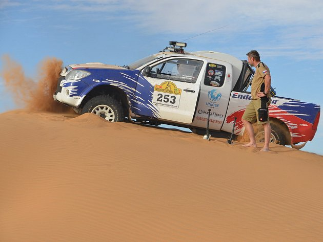 Náročný závod ze Španělska do Senegalu absolvovala už potřetí dvojice jezdců z České Lípy. Letos Jakubové Krofián a Rückl vybojovalii prvenství.