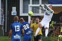 Další derby zápas Českolipska nabídlo 3. kolo krajského přeboru. Skalice (modrá) dokázal vyhrát na půdě Stráže pod Ralskem 3:1.