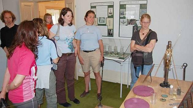 V tomto týdnu pobývá na sklářské škole v Kamenickém Šenově skupina osmi studentů z USA.