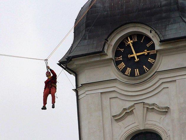 Generální zkouška zahájení adventu na novoborském náměstí.