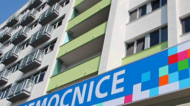 Vstup do hlavní budovy českolipské nemocnice.