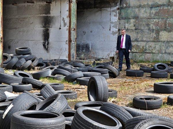 Liberecký kraj pozval ministry Stropnického a Brabce do bývalého vojenského újezdu. Hlavně kvůli ruinám.