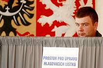 Politologové vidí různé varianty řešení vládní krize, nevylučují pokračování současné vládní koalice ani předčasné volby. Podle nich bude záležet i na strategii prezidenta Miloše Zemana.