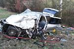 Ve čtvrtek ráno zasahovali profesionální hasiči z České Lípy a dobrovolní hasiči ze Zákup u vážné dopravní nehody u Dobranova.