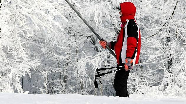 Na svahu ski areálu v Horní Světlé v Lužických horách se pohodlně lyžuje a rekreuje. Bude to platit dál?