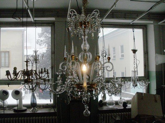 Kompletní barokní lustr vdílně SUPŠS Kamenický Šenov.