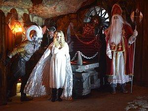 Spousta čertů různých hodností, ale i andělé a Mikuláš bude čekat na děti v místě, kde se natáčela pohádka S čerty nejsou žerty.