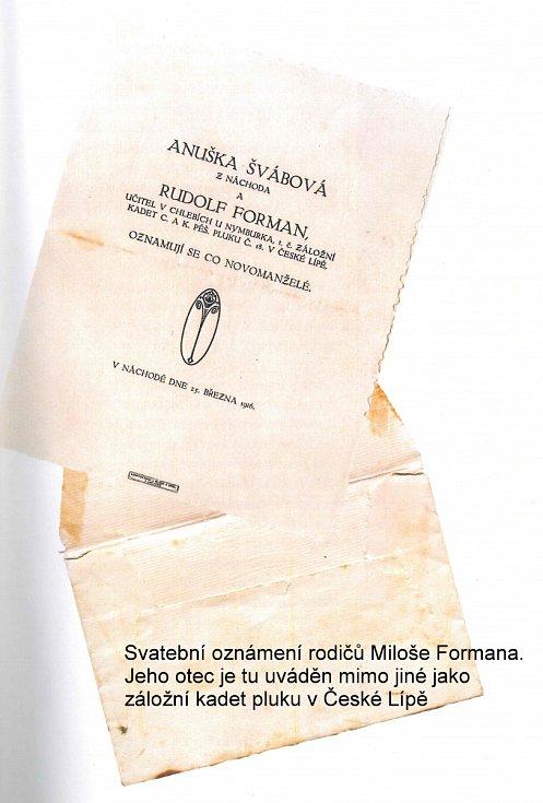 """Z knihy Miloše Formana """"Co já vím?"""". Svatební oznámení rodičů Miloše Formana. Jeho otec je tu uváděn mimo jiné jako záložní kadet pluku v České Lípě."""