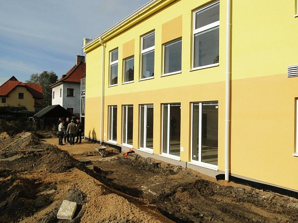 Před dokončením je stavba mateřské školy na Svárově.