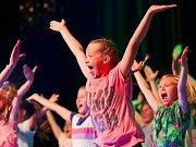 Ve čtvrtek odpoledne představili v Kulturním domě Crystal tanečníci z českolipské taneční skupiny Tutti Frutti svojí závěrečnou show letošního školního roku.