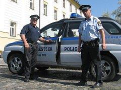 Strážníci v Novém Boru začali veřejný pořádek v ulicích hlídat již před osmnácti lety, v roce 1991.