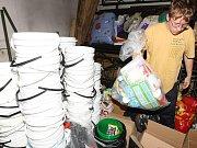 Novoborští dobrovolní hasiči pořádají materiální sbírku pro lidi zasažené povodněmi.