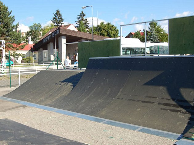 Nový skatepark v Novém Boru.