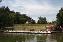 Plavba parníkem po Máchově jezeře.