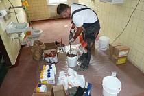 Rekonstrukce podlah v kravařské školní jídelně již byla kvůli stížnostem hygieny nevyhnutelná.