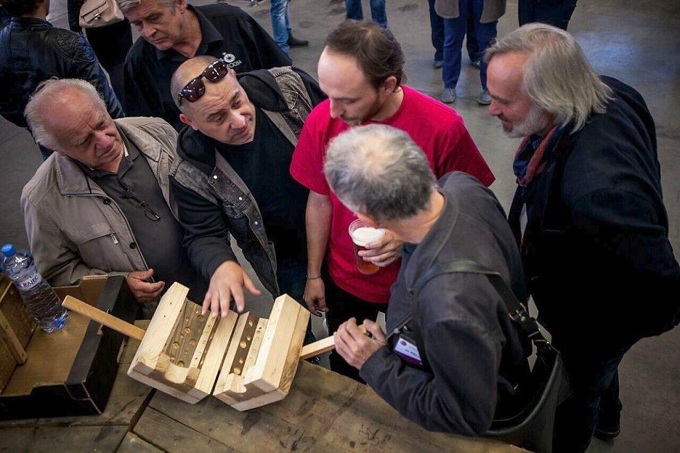 Pátek v šenovské Preciose, kde tvořila například slovinská výtvarnice Tanja Pak nebo čeští mistři René Roubíček a David Černý.