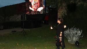 Světelná show a proslovy sklářů odstartovaly výstavu Jiřího Pačinka.