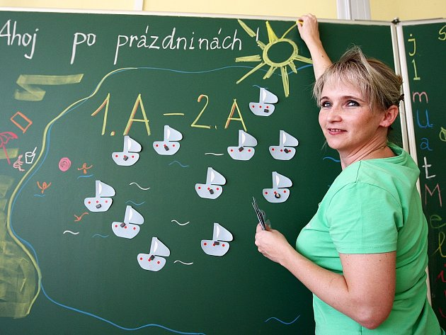 Učitelka Hana Broulíková ze ZŠ Slovanka v České Lípě připravuje třídu pro své žáky.