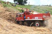 Soutěžní sezóna otevřeného Mistrovství ČR v Truck trialu pokračovala o víkendu v motokrosovém areálu Luhov u Stráže pod Ralskem.
