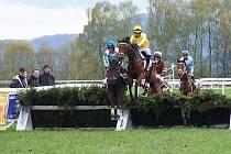 Na dostihovém závodišti Mimoň jezdci zahájili sezonu.
