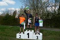 Na stupních vítězové hlavního závodu zleva 2. Petr Cmunt (AC Š. Lípa), 1.vítěz Ondřej Petr, 3. Jan Karko (AC Č. Lípa).