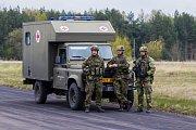 Výsadkáři cvičili na letišti v Ralsku