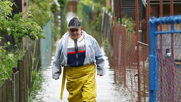 Pod vodou byla v pondělí zahrádkářská kolonie v České Lípě.