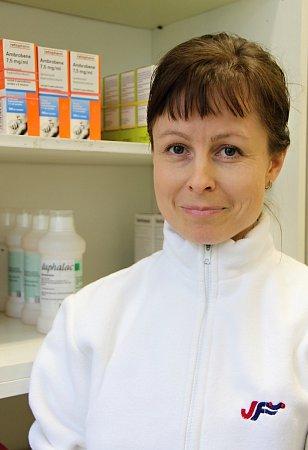 PharmDr. Petra Havlasová, hlavní lékárník NsP Česká Lípa. Vroce 1993absolvovala Gymnázium vBrně, vroce 1998promovala na Farmaceutické fakultě UK. Vroce 2001získala atestaci lékárenství I.stupně, 2003obhajoba rigorózní práce na Faf UK.