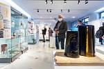 V novoborském Sklářském muzeu začala výstava ke 150. výročí sklářské školy.