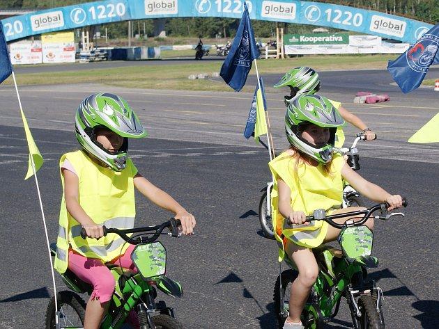 Zábavnou formou bylo dětem zdětského domova vysvětleno, jak se chovat na silnicích, nebo při dopravní nehodě.