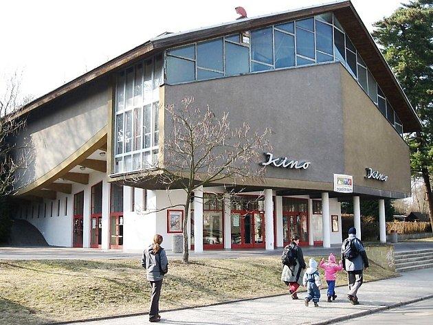 Kino Máj je příklad architektury bruselského stylu.