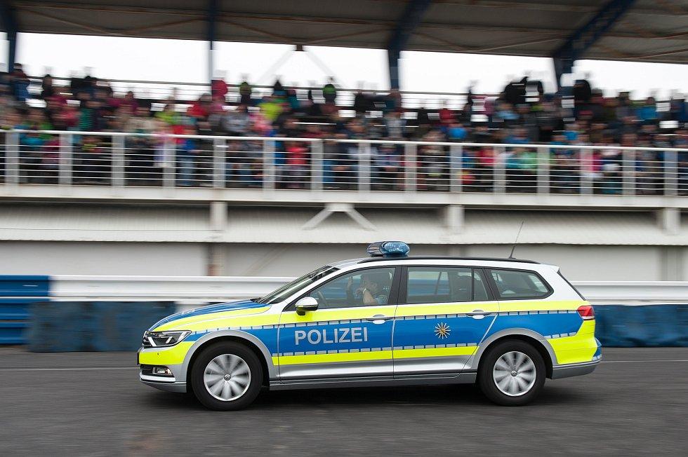 Autodrom obsadila policie.