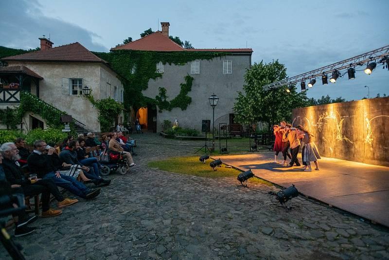 Divadlo Continuo v České Lípě na hradě Lipý.
