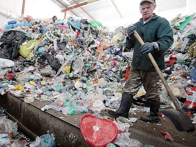 Linka na třídění by měla být součástí projektu na zpracování odpadu tzv. vakuovou pyrolýzou.