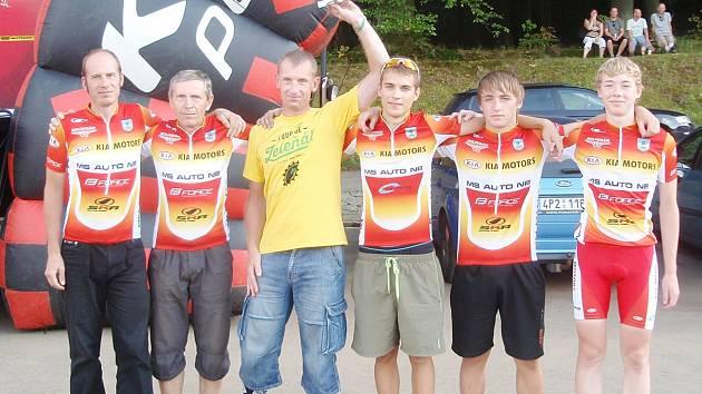 Vítězný tým MS Auto z Tour de Zeleňák (zleva): Josef Semerád, Miroslav Hanus, Petr Nováček, Tomáš Reichelt, Jaromír Svoboda a Martin Munzar.
