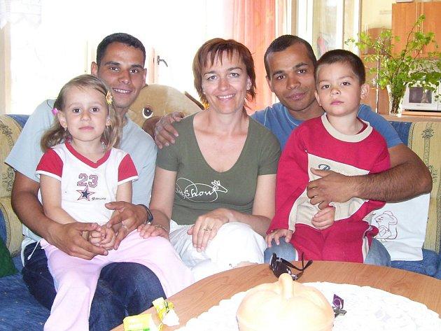 Na den otevřených dveří do dětského domova v Dubé – Deštné se přijeli podívat i někdejší chovanci, kteří již mají své vlastní rodiny