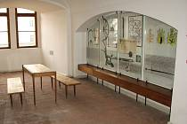 Vstupní historická expozice státního zámku v Zákupech putovala po pětačtyřiceti letech do sběrného dvora.