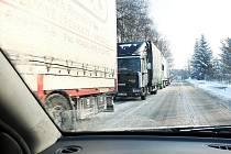 Některým řidičům zkomplikoval cestu sníh a také ledovka.