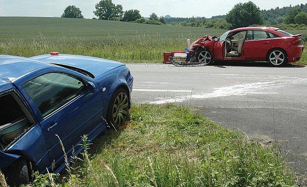 VÁŽNÝM ZRANĚNÍM a čtyřhodinovou uzavírkou silnice skončila  nehoda u Dobranova na konci letošního června.