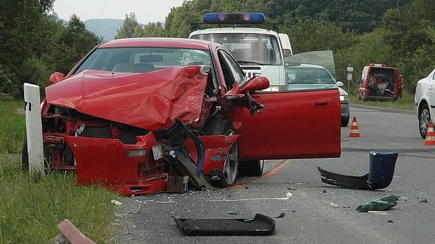Vážná nehoda u Dobranova, která si vyžádala jedno těžké a čtyři lehká zranění, zablokovala na několik hodin dopravu.