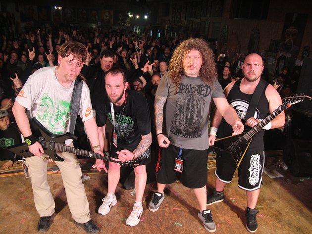 Pořádající kapela Fleshless.